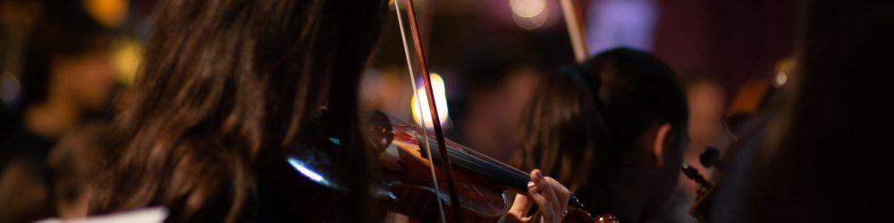 Violoniste dans orchestre classique